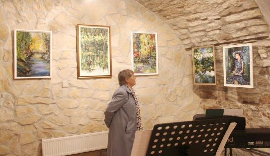 Élő és nyüzsgő színek a Reményik-galériában