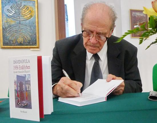 Közösségi élmény Dávid Gyula tollából