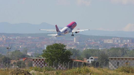 Még két hétig Kolozsvárra költözteti marosvásárhelyi járatait a WizzAir