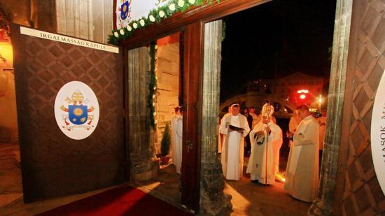 Ünnepélyesen zárták az Irgalmasság Jubileumi Szent Kapuját