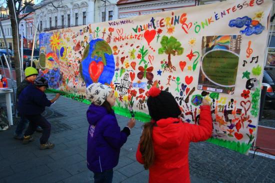 Részvét helyett részvétel, avagy miért festettek ma az utcán?