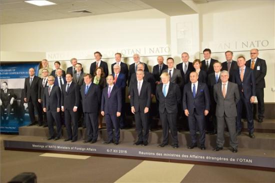 Szorosabb együttműködésről állapodott meg a NATO és az Európai Unió