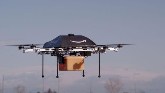 Először kézbesített csomagot az Amazon drónja Nagy-Britanniában