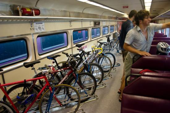 Külön vagon bicikliknek és sífelszereléseknek