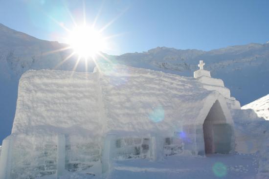 Megdőlt a hidegrekord Szeben megyében, de vannak turisták a jéghotelben