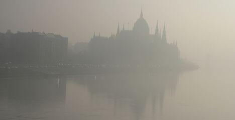 Forgalomkorlátozás, szmogriadó Budapesten – figyelmeztet a román külügy