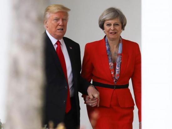 Theresa May nem ért egyet a muszlimok beutazását tiltó amerikai elnöki rendelettel