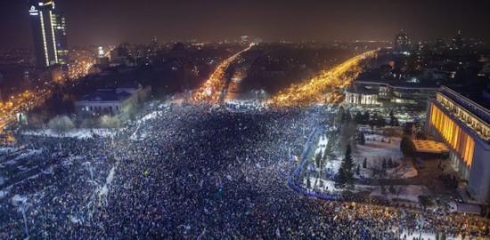 Százezrek tüntettek az ország különböző városaiban (FRISSÍTVE)