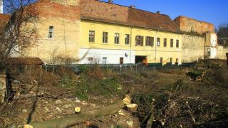 Műemlékvédelmi területen építkeznek a Petőfi utcában