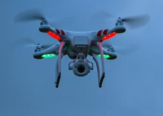 Drón késztetett menekülésre 1500 szarvast a magas hóban