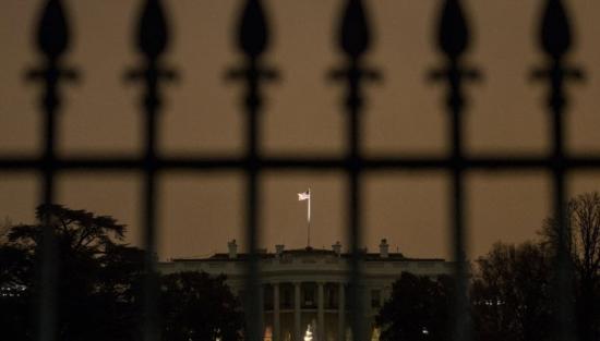Betolakodó a Fehér Házban