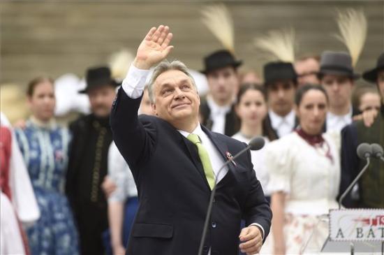 Orbán: csak egy szívvel és egy akarattal juthatunk előre