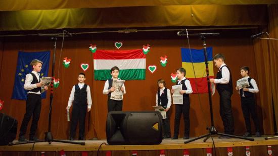 Huszárdalos, rajzversenyes szamosújvári március 15