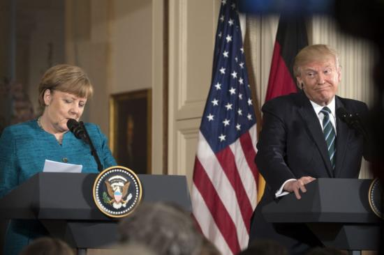 Trump Merkelnek: