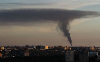 Robbanások és tűz volt egy lőszerraktárban Kelet-Ukrajnában