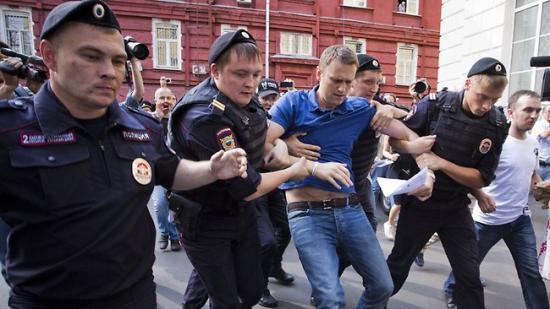 """Oroszország: korrupcióellenes megmozdulások; őrizetbe vették Putyin """"kihívóját"""""""