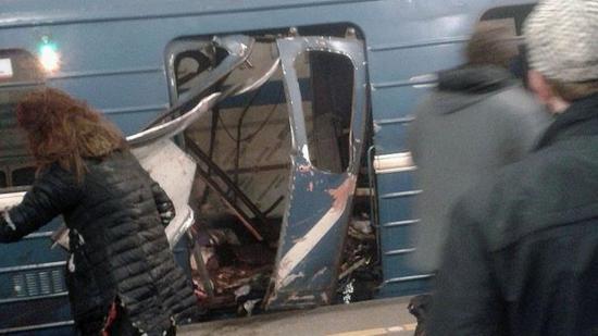 Robbanás a szentpétervári metróban, tíz halott, sérültek