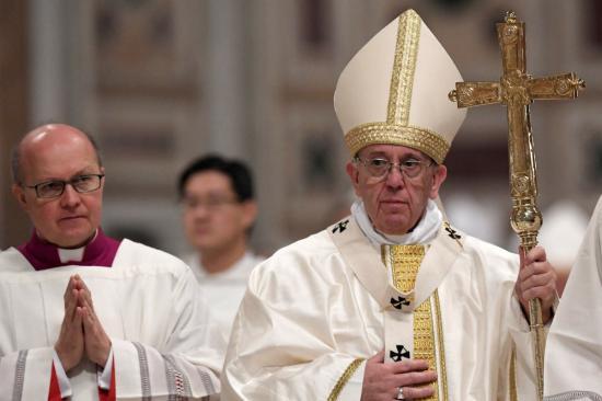 Rabok lábát mosta meg Ferenc pápa nagycsütörtökön