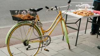 Ingyen reggeli a biciklivel munkába járóknak