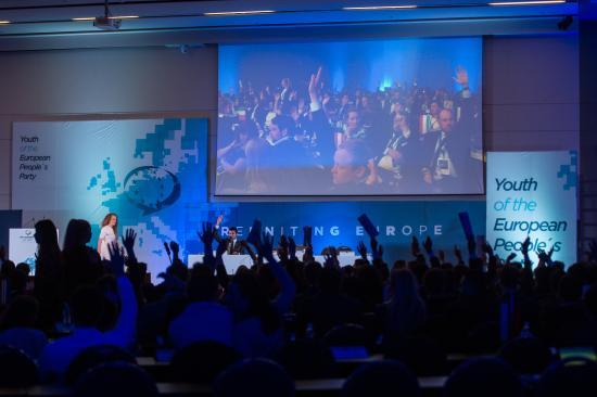 MIÉRT a YEPP kongresszusán: hátat fordított az EPP-nek a PNL