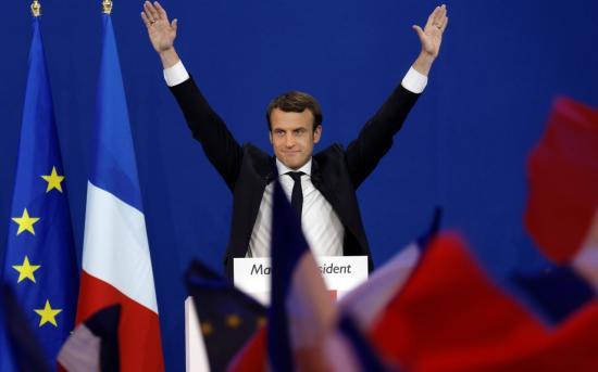Emmanuel Macron átvette az elnöki hatalmat, első hivatalos útja katonai kórházba vezetett