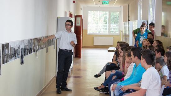 Auschwitz halálgyárának fotói a szamosújvári magyar iskolában