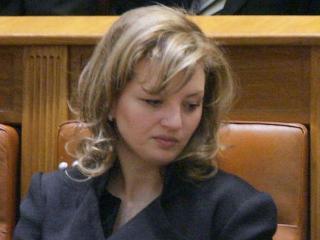 Törvénytelen kampányfinanszírozással vádolják Băsescu lányát