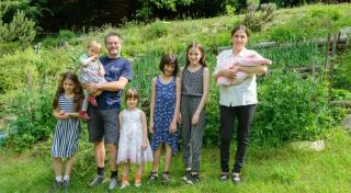 A szeretet megsokszorozódik, halmozottan nő – látogatóban egy hatgyermekes kolozsvári családnál