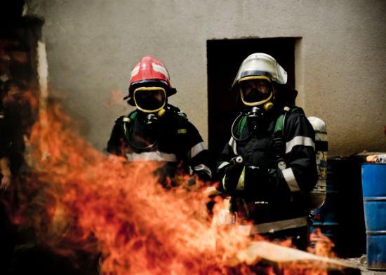 240 tüzet oltottak el és 75 embert mentettek meg a katonai tűzoltók a hosszú hétvégén