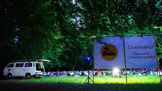 VIDEÓ - Szabadtéri filmvetítés... a Hója-erdőben