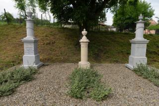 Új szobor, restaurált síremlékek őrzik a Kemény család emlékét Pusztakamaráson
