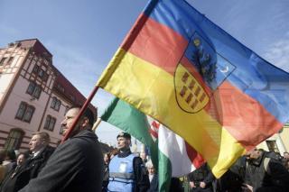 Pert nyert a csendőrség ellen az Erdély-zászló miatt március 15-én megbírságolt EMNP-alelnök
