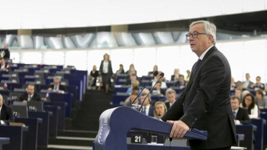 Juncker: az unió megerősíti a katonai együttműködést