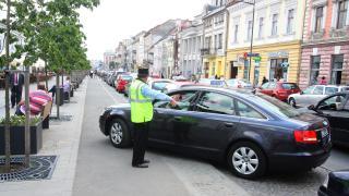 """""""Bújócskázhat"""" a szabálytalanul parkoló sofőrökkel a rendőrség"""