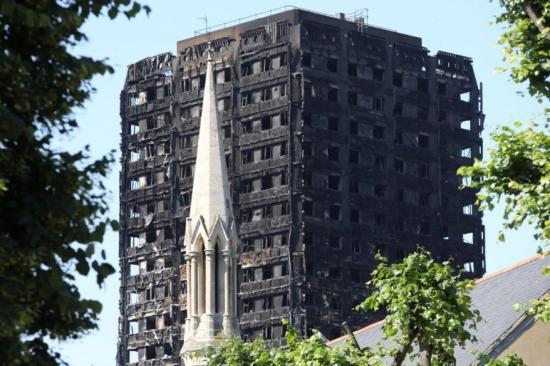 Londoni tűzvész - Több száz lakásból kiköltöztették a lakókat tűzbiztonsági aggályok miatt