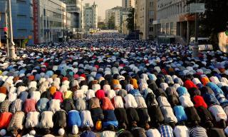 Több mint negyedmillió muszlim ünnepelte Moszkvában a ramadán lezárását