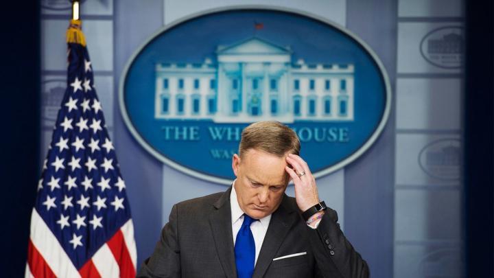 A Fehér Ház szóvivőjének ismét vitája volt a tudósítókkal