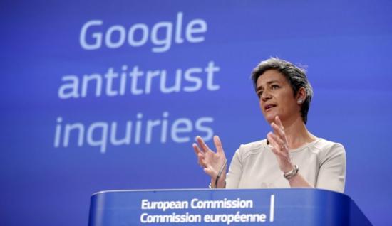 Brüsszel 2,4 milliárd euróra büntette a Google-t a versenyszabályok megsértése miatt
