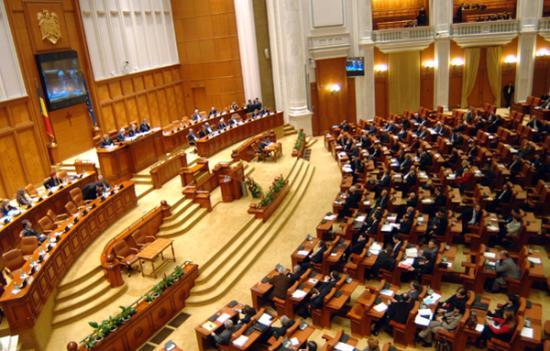 A folyosón felejtett táska miatt néhány percre megszakadt a parlament ülése
