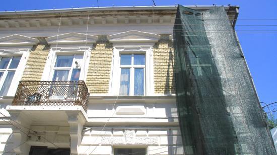Bonyolult sokaknak a belvárosi (kötelező) házfelújítás