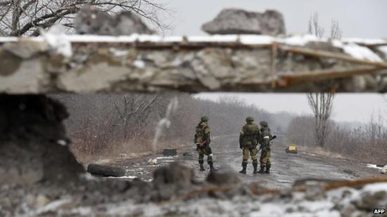 A tűzszünet ellenére ismét haltak meg ukrán katonák a kelet-ukrajnai fronton