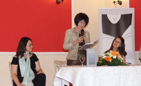 Könyvbemutató és meglepetés-est Egyed Emese hatvanéves születésnapján