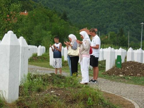 A bosnyák elnök a srebrenicai népirtás elismerésére szólította fel a szerbeket