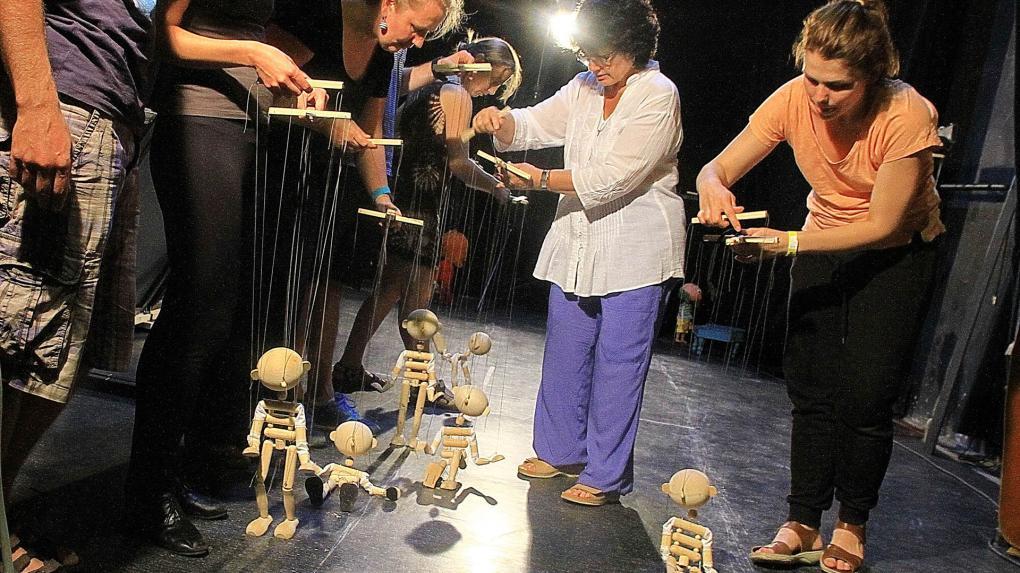 Marionettképzés a kolozsvári Puck Bábszínházban
