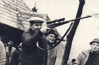 Több mint 30 ezer euróért árverezték el Nicolae Ceaușescu vadászfegyverét