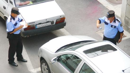 Szinte bárhol, bárkit büntethet parkolásért a helyi rendőrség