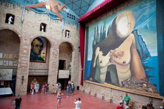 Felnyitották Salvador Dalí kriptáját, hogy DNS-mintát vegyenek