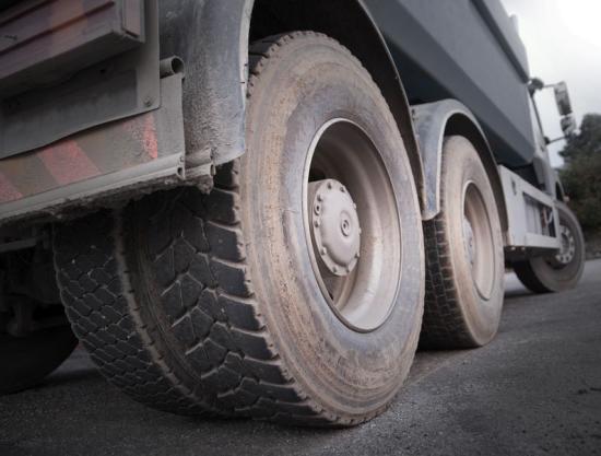 A kánikula miatt korlátozzák a 7,5 tonna fölötti járművek közlekedését