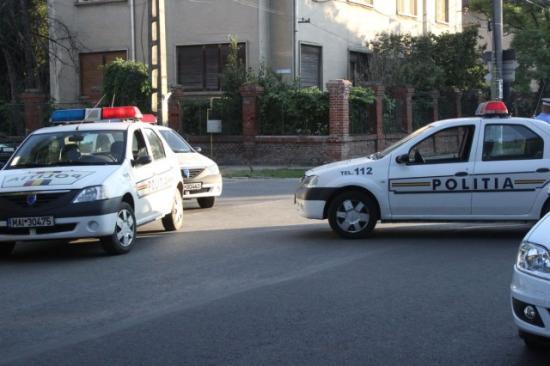 Filmbe illő autós üldözés Déva utcáin