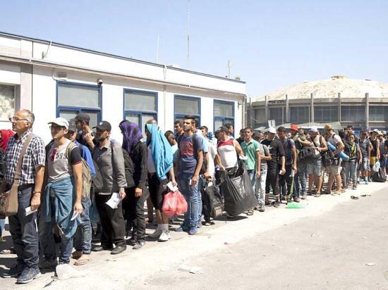 Hétszáz menedékkérőt vett át Románia a kötelező betelepítési kvóták alapján